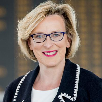 Dr. Arina Freitag